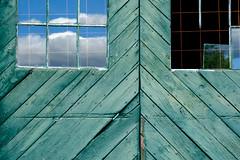 (jtr27) Tags: dscf9935xl jtr27 fuji fujifilm xe2s xe2 xtrans vivitar komine 55mm f28 macro manualfocus green barn door reflection maine newengland weathered