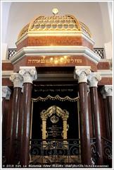 Synagoga Nożyków   Nożyk Synagogue (Dit is Suzanne) Tags: 06092016 img2339 polen poland польша варшава warsaw warschau ©ditissuzanne canoneos40d sigma18250mm13563hsm wandeling walk прогулка nazomer indiansummer бабьелето synagoge synagogue синагога nożyksynagogue synagoganożyków synagogaorthodoksyjna orthodoxsynagogue karolkozłowski синагоганожиков синагогаимсупруговзалманаиривкиножик synagogaimzalmanairywkimałżonków 諾茲克猶太會堂 sinagoganożykdivarsavia sinagoganożyk synagoguenożyk ножиктарсинагогаһы nożyksynagoge синагоганожик nożykinsynagoga ביתהכנסתנוזיק beschikbaarlicht availablelight letter буква views50