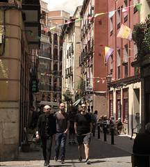 De fiesta (Oscar Moral) Tags: madrid urbano festivo calle