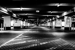 Tunnel Vision (janmalteb) Tags: bremen germany deutschland tunnel schwarz weiss black white monochrome light licht schatten shadows parkhaus parking area vanishing point fluchtpunkt canon eos 77d 50mm