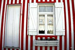 Casa às riscas!! (puri_) Tags: picmonkey madeira casa riscas vermelho branca janela cortina