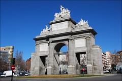 Puerta de Toledo (Madrid, España, 22-2-2015) (Juanje Orío) Tags: 2015 madrid comunidaddemadrid provinciademadrid españa espagne espanha espanya spain biendeinteréscultural puerta arco monumento rotonda
