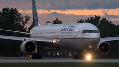 United Sunset Taxiing (Ben_Senior) Tags: ottawa ontario canada ottawamcdonaldcartierairport ottawainternationalairport ottawaairport yow cyow takeoff taxi taxiing runway roll rolling airliner airline airplane plane aircraft aviation united ual ua boeing 767 764 767400er b767 b764 b767400er cf6 ge generalelectric n76054 longrange longhaul widebody jet turbofan sunset cloud clouds grey pink orange bensenior planespotting nikond7100 nikon d7100
