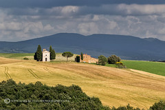 THE LITTLE CHAPEL (mark_rutley) Tags: europe holiday italy roadtrip tuscany vacation italia hills landscape farms farm rural nature sky clouds siena