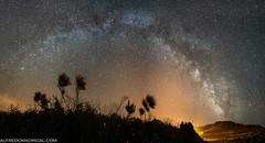 Arbustos (Alfredo Madrigal) Tags: astronomy astrophotography astrofotografía astronomía astrofoto astrofotografia astronomia milky milkyway way via lactea vialactea night nightscape nikon d750 costadamorte galicia galician galaxy