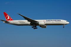 TC-JJZ (Turkish Airlines) (Steelhead 2010) Tags: turkishairlines boeing b777 b777300er yyz tcreg tcjjz