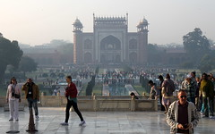 taj mahal crowd (kexi) Tags: agra india asia uttarpradesh tajmahal people crowd visitors tourists many grounds canon february 2017 mist gate arch instantfave autoremovedfrom1to5faves
