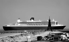 QM 2 vor Cuxhaven (cuxclipper ) Tags: qm2 quennmary2 ship schiff elbe cuhaven