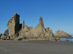 bn1070689faceRock (thom52) Tags: bandon or oregon coast coastline beach fog