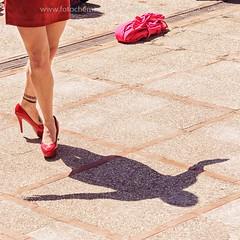 Cervandantes 2017 (fotochemaorg) Tags: alcaládehenares baile calle caminar cervandantes danza escenaurbana falda mujer piernas rojo tacones zapato