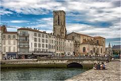 La Rochelle ... ( 4 ) (miriam ulivi) Tags: miriamulivi nikond7200 france charentemaritime larochelle chiesasaintsauveur mare sea people cieo sky nuvole clouds nouvelleaquitaine