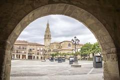 Santo Domingo de la Calzada (kinojam) Tags: rioja plaza torre arco marco kino kinojam canon canon6d