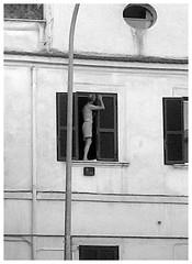 Telamone Pignetino (Colombaie) Tags: pigneto street finestra dipingere persiane inpiedi uomo maschio semi nudo pericolo caduta secondopiano estate circonvallazionecasilina ritratto bn
