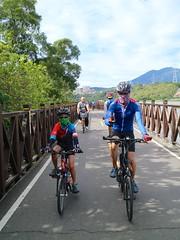 八里自行車道.小高一家 (nk@flickr) Tags: friend taiwan cycling 台北 台湾 taipei 八里 bali 台灣 20180715 canonefm22mmf2stm