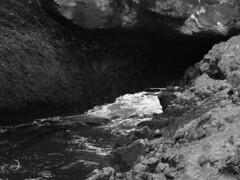 Lutte éternelle: la mer et la lave/eternal struggle: the sea versus lava (bd168) Tags: water sea rock lava monochrome lave em10markii m14150mmf4056iied iceland islande