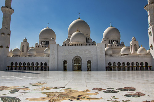Inner courtyard leading to doors of mosque, Sheikh Zayed Mosque, Abu Dhabi