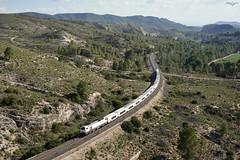 Yesares de Hellín (lagunadani) Tags: paisaje talgo talgoiv 334 renfe hellin embalse camarillas tren ferrocarril altaria locomotora diesel railway train sonya7 albacete