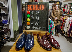 KILO - Amsterdam (111/365) (Walimai.photo) Tags: kilo kilogram ropa clothes vintage old viejo segundamano peso amsterdam holanda nederlands detail detalle lx5 lumix panasonic