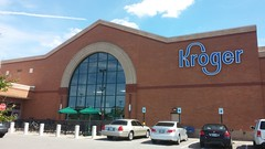 Picture window and Starbucks patio (Retail Retell) Tags: lakeland tn kroger former schnucks architecture exterior design picture window us hwy 64 2011 relocation 2012 bountiful décor remodel expansion 2013 shelby county retail
