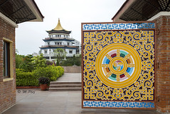 Lumbini – Geburtsort von Buddha Siddharthas (Henry der Mops) Tags: 90a8371 lumbini nepal asien asia buddhismus buddhism religion pagoda stupa pagode geburtsortvonbuddha mplez henrydermops canoneos7dmarkii unescoworldheritage unescoweltkulturerbe buddha