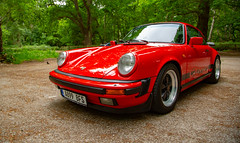 Porsche 911 3.2 Carrera Sport in Guards Red (kevaruka) Tags: flowers red guardsred porsche porsche911 32 porsche91132carrerasport 1983 fuchs bokeh sportscar classiccar icon legend countryside sherwoodforest nottinghamshire summer 2018 july canon canoneos5dmk3 canon5dmk3 canonef24105f4l canonef135f2l 5d3 5diii 5d 5dmk3 flickr frontpage theredarrows thephotographyblog green