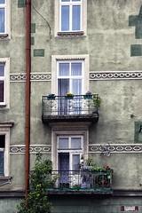 94-101 (roberke) Tags: gebouw gevel facade windows ramen vensters balkons balcony plants planten outdoor polen