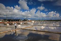 映。鹽田(Salt fields reflection)。 (Charlie 李) Tags: canon taiwan tainancity reflection saltfield 日光 倒影 台南市 北門區 井仔腳瓦盤鹽田