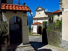 Campino di Stresa - scorcio (frank28883) Tags: stresa verbanocusioossola verbano scorcio chiesetta portale portone
