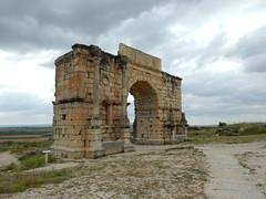 Volubilis, Arch of Caracalla (Mulligan Stu) Tags: maroc morocco berber romanruins arch volubilis archofcaracalla