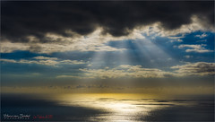 La Palma Sunshine (Hans van Bockel) Tags: 1680mm d7200 hansvanbockel lapalma nikkor nikon oceaan tamron transavia vakantie vliegen zeezicht tijarafe canarias spanje es zonsondergang zonnestralen wolken clouds luminar lightroom photoshop