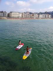 ... Stand Up Paddleboarding in La Concha Bay ... (Lanpernas .) Tags: standuppaddlesurfing paddlesurf sup cameraphone donostia laconcha playa surf verano summer 2018