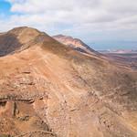Drone view of a volcano mountain range / Brummenansicht eines Vulkangebirgszugs thumbnail