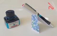07 EasyStand - bleu pervenche (Mark Lch) Tags: penholder origami twsbieco stiloforo portapenne paperfolding herbin bleu pervenche