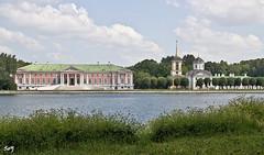 La hacienda-museo Kuskovo. (svet.llum) Tags: paisaje arquitectura verano estanque naturaleza parque edificio moscú rusia kuskovo agua