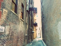 Knoxville alley (citron_smurf) Tags: knoxville tennessee alley downtown bricks creepy spooky nightmare