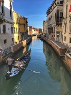 Laisses les gondoles à Venise...