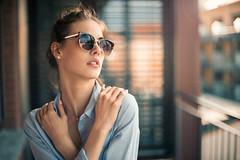 Amy (Freddersen FF®) Tags: 2018 afsnikkor50mm14g geburtstag nikond4 portrait amy availablelight balkon face beauty head closeup leipzig saxony sunglass women woman small sun people outdoor