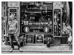 Corner Bar - Walk In, Dance Out (GAPHIKER) Tags: cornerbar corner bar stockholm sweden gamlastan riddarholmen street facade monroe marilyn sol frozendrinks walkindanceout disco ball