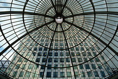 Cabot Place Rotunda (Travis Pictures) Tags: london canarywharf canadasquare cabotplace towerhamlets isleofdogs docklands eastlondon eastend financialdistrict nikon d5200 photoshop city capitalsoftheworld capitalcity england southeastengland britain skyscraper sky tower onecanadasquare