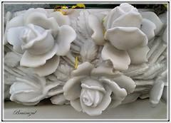 Rosas eternas (bruixazul poc a poc...) Tags: rosas marmol escultura blanco