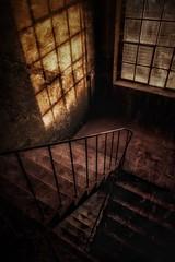 Im Treppenhaus (hobbit68) Tags: treppenhaus treppe treppen industrie industry industriegebiet windows fenster scatten shadow geländer lost places fujifilm xt2 sunshine sonne sun