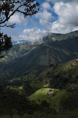 Finca iluminada (Toy~) Tags: landscape paisaje paisajismo montaña moun 2018 colombia navarco green wideangle angular finca farm light rayo luz