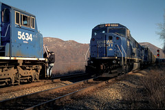 CR SD60M 5517 meets SD60I 5631 at MP52 in Cornwall NY, Feb 2, 1998 (swissuki) Tags: conrail cornwall cr sd60m sd60i mp52 westshore riverline railroads ny us
