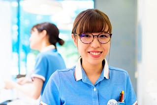 Smile Glasses Girl at Zoff Kohoku Tokyu Shop in Kohoku Newtown, Yokohama : 港北ニュータウン・Zoff 港北東急店にて