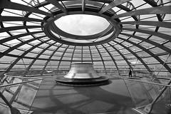 Reichstag Dome # 4 (just.Luc) Tags: reichstag berlin berlijn allemagne deutschland duitsland germany building gebouw gebäude bâtiment architectuur architecture architektur arquitectura bn nb zw monochroom monotone monochrome bw cirkel kreis cercle circle