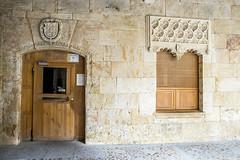 Casa de las Conchas de Salamanca, patio interior (ipomar47) Tags: casadelasconchas casaconchas salamanca españa spain arquitectura architecture palacio palace gotico gothic plateresco plateresque concha conchas