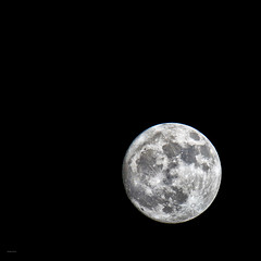 Fool moon :) (Robyn Hooz) Tags: moon full piena circle satellite astronomy luce 250 sky night notte cielo maria mari seas craters crateri padova