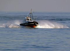 18063000946battello (coundown) Tags: genova battello porco panorama scorci barca barche navi lanterna spiagge viste pilota pilot