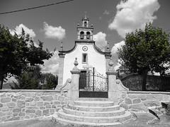 Águas Frias (Chaves) - ... a igreja matriz a P/B ... (Mário Silva) Tags: aldeia águasfrias chaves portugal ilustrarportugal madeinportugal lumbudus máriosilva 2018 julho verão igreja igrejamatriz pb