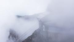 Pilatus (albi_tai) Tags: 2018 lucerna pilatus pilatuskulm svizzera montagna scorcio panorama nebbia fog nuvole clouds funivia parete roccia cielo sky albitai d750 nikon nikond750